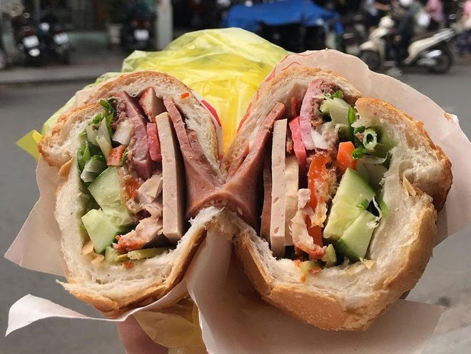Bánh mì Sài Gòn, món ăn đường phố bình dân