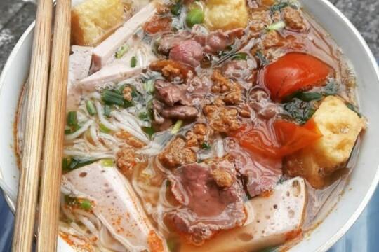 Review top 5 địa điểm bún riêu cua ngon và đáng thử nhất ở Hà Nội