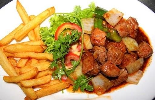 Cách làm bò lúc lắc khoai tây, ớt chuông