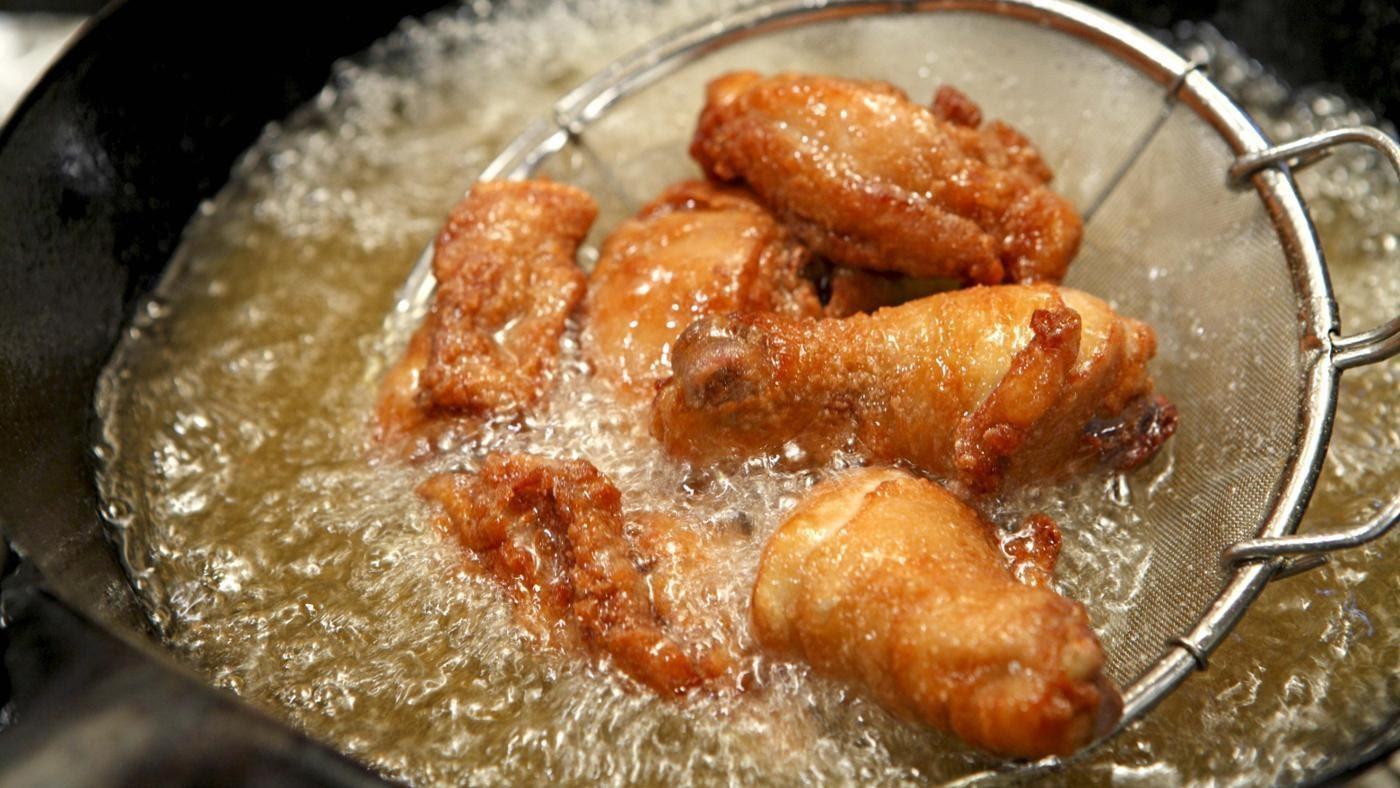Cách làm đùi gà chiên lá chanh