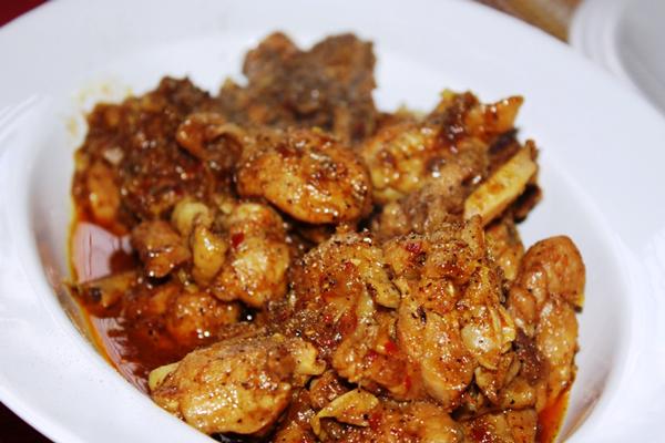 Cách làm món gà xào sả ớt nước dừa