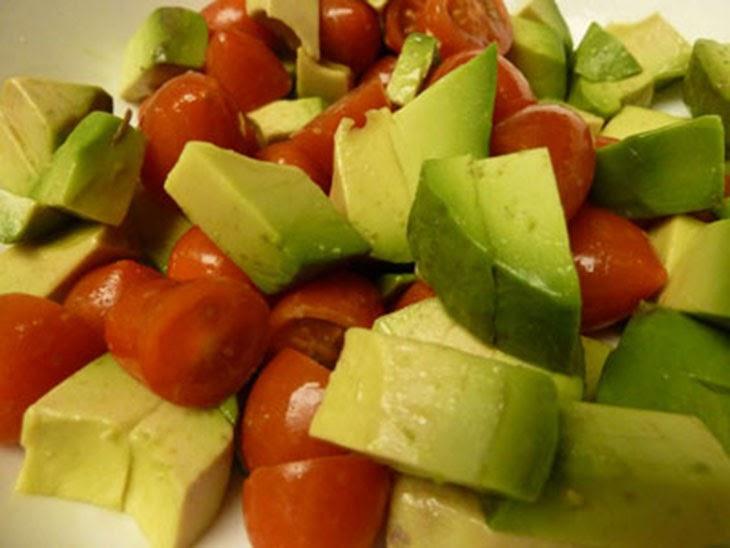 Cách làm salad bơ cà chua