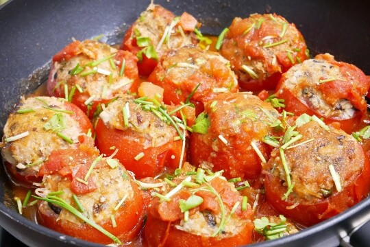 Cùng bạn tìm hiểu cách làm thịt viên nấm sốt cà chua khiến bé mê tít