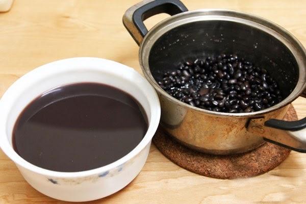 Đun nước đậu đen