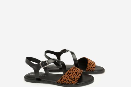 Review top 5 mẫu giày sandal nữ bắt trend, hiện đại và đa dạng