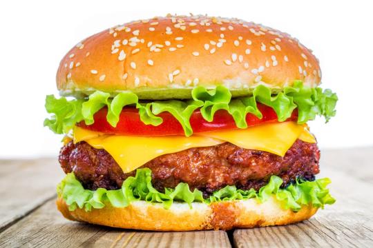 Mách bạn cách làm hamburger cực ngon, chuẩn vị châu Âu mà không cần ra cửa hàng