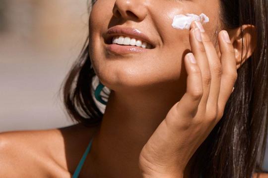 Review top 5 kem chống nắng cho da dầu ráo mặt, nhanh thấm