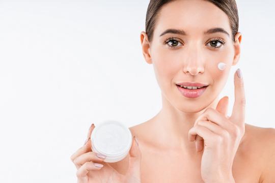 Review 5 loại kem dưỡng ẩm cho da khô theo lời khuyên của bác sĩ da liễu