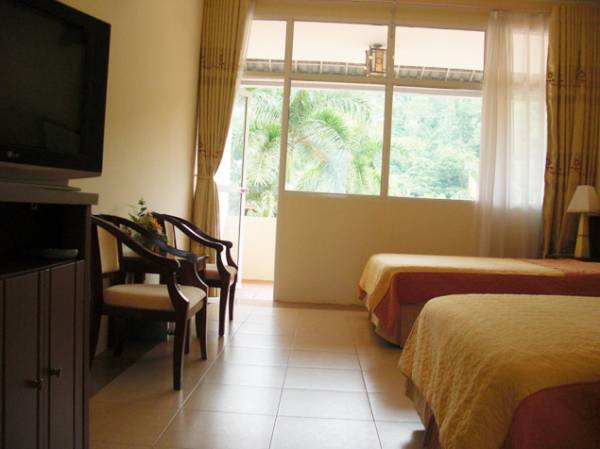 Khách sạn Ao Vua