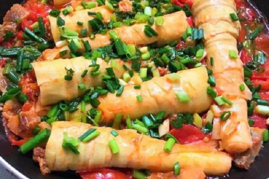 Hướng dẫn bạn cách làm măng nhồi thịt sốt cà chua thơm ngon, lạ miệng