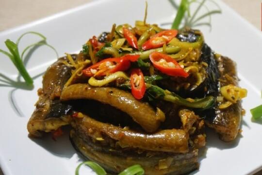 Mách bạn cách làm lươn xào sả ớt thơm ngon đậm vị - món ngon cho cả gia đình