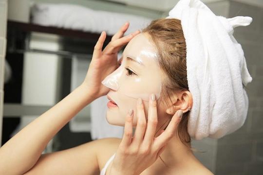 Review top 5 mặt nạ nhau thai cừu mang đến sự mịn màng, căng mọng cho làn da bạn