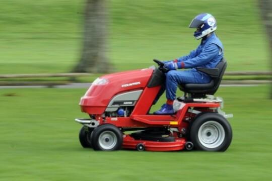 Review Top 5 máy cắt cỏ thiết kế gọn nhẹ, sắc bén và an toàn