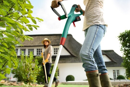 Review top 5 máy cắt cỏ cầm tay giúp cắt nhanh, cắt gọn mọi loại cỏ một cách đơn giản