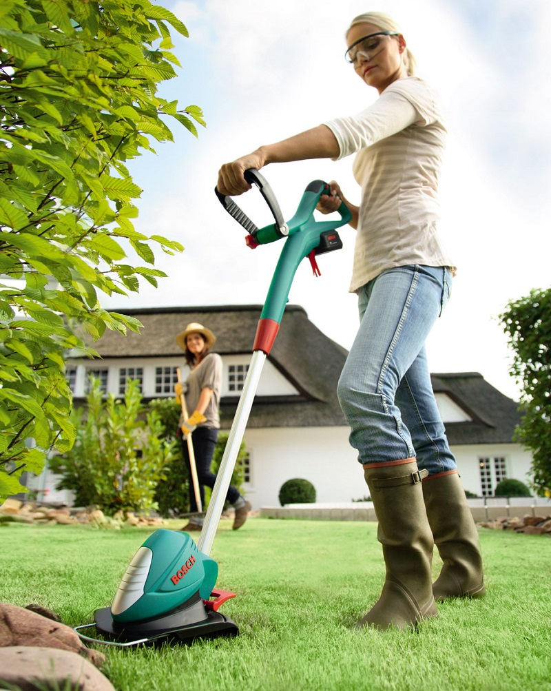 Máy cắt cỏ cầm tay Bosch AR