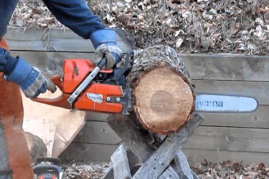 Review top 5 máy cưa gỗ với lực cắt mạnh và tiết kiệm nhiên liệu nhất