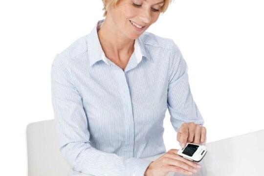 Review top 5 máy đo SPO2 cầm tay hỗ trợ theo dõi sức khỏe tại nhà