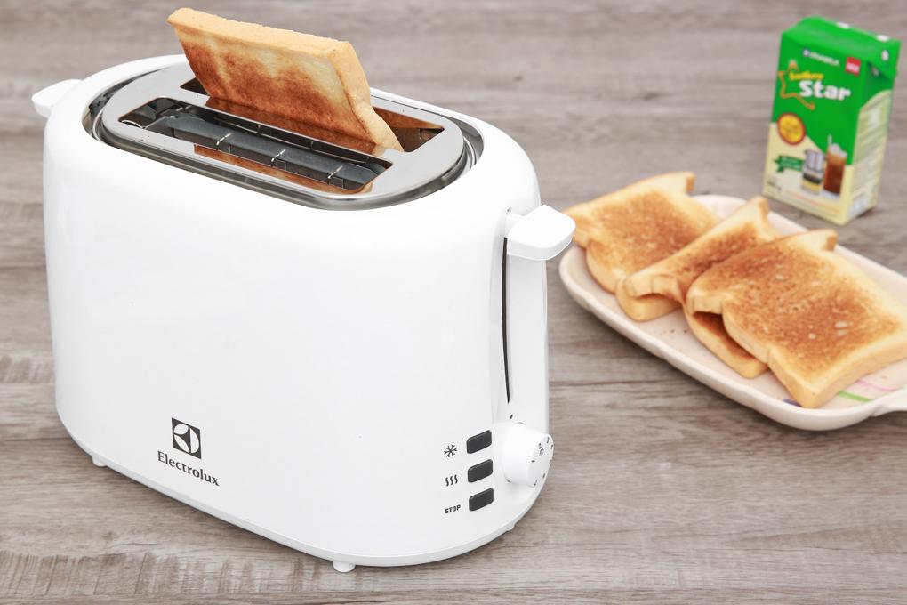 Máy nướng bánh mì Electrolux ETS1303W1