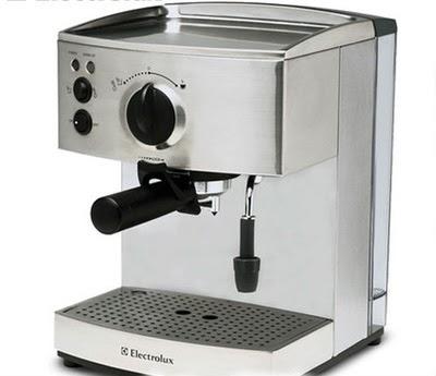Máy pha cà phê tự động Electrolux EES 200