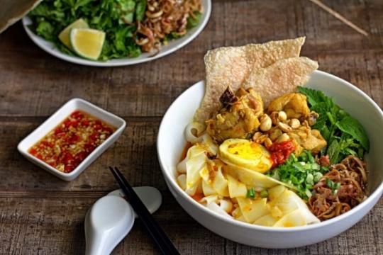 Cách nấu mì gà Quảng tại nhà, thơm ngon chẳng kém gì bản gốc