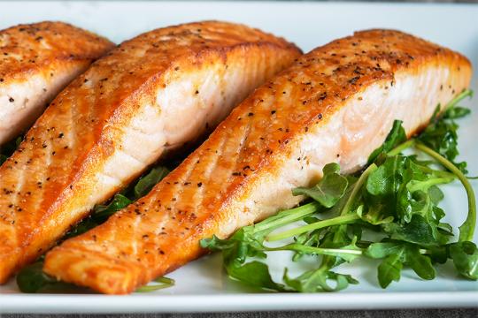 Làm cá hồi áp chảo thơm ngon bổ dưỡng có khó không