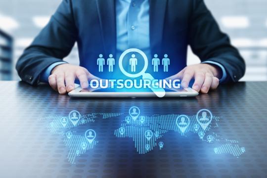 Outsource là gì? Bạn biết được những thông tin gì thú vị Outsource?