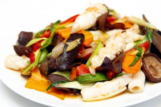 Cách làm nấm xào hải sản đậm đà hương vị cho bữa cơm gia đình