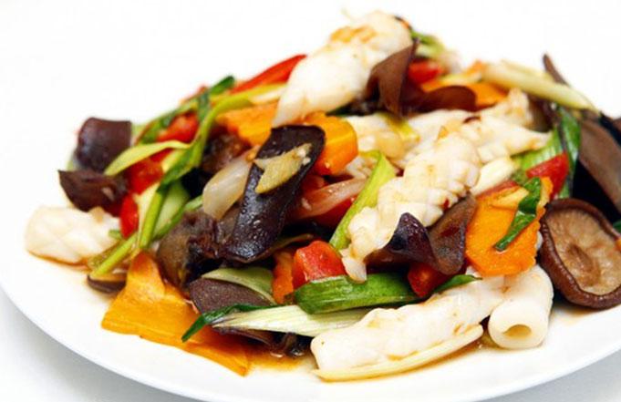 Nấm xào hải sản – món ăn quen thuộc trong mọi gia đình