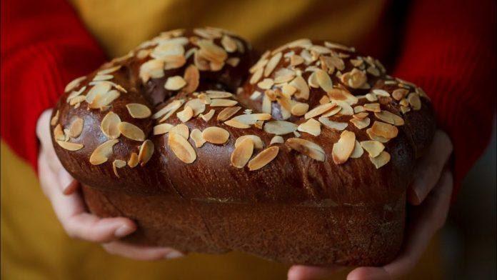 Nguồn gốc của bánh mì hoa cúc
