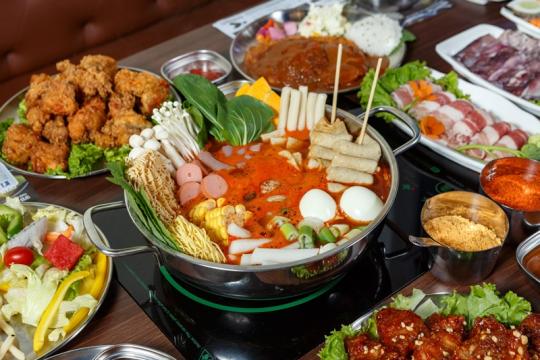 Review Top 5 nhà hàng Buffet Tokbokki ở Hà Nội (Ngon - Bổ - Rẻ)