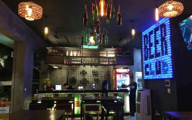 Quán bia Hà Đông Heyday Beer Club