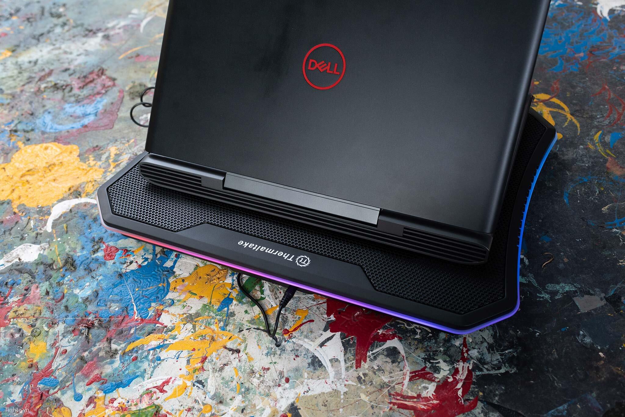 quat-tan-nhiet-laptop-1