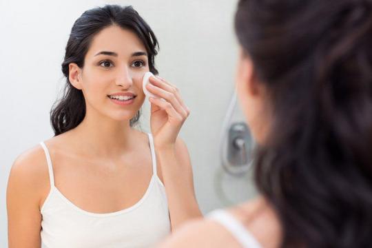 Review top 5 sữa rửa mặt cho da dầu được các chuyên gia da liễu khuyên dùng
