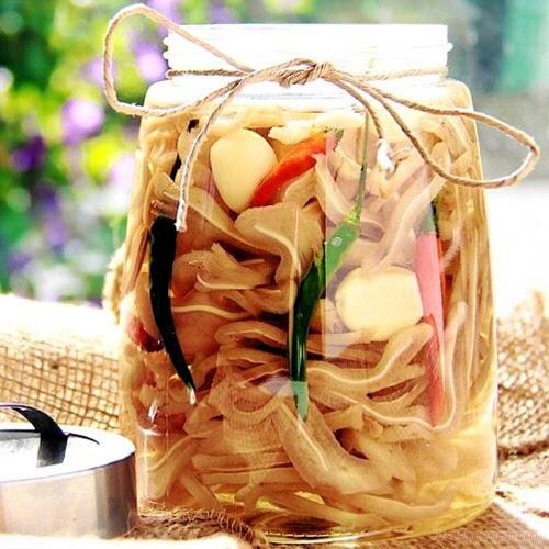 Tai heo ngâm nước mắm - món ăn mới lạ cho ngày Tết