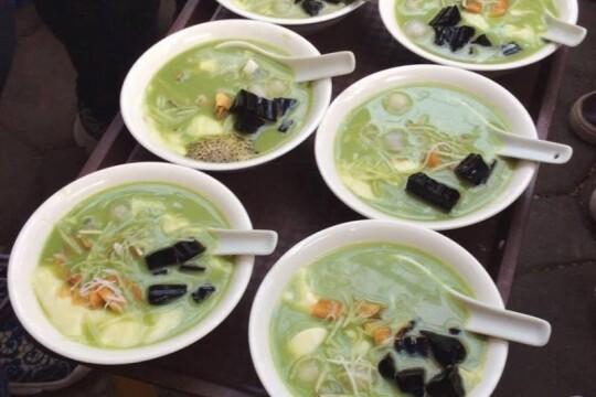 Review top 5 những món ăn vặt quận Hoàng Mai ngon khó cưỡng