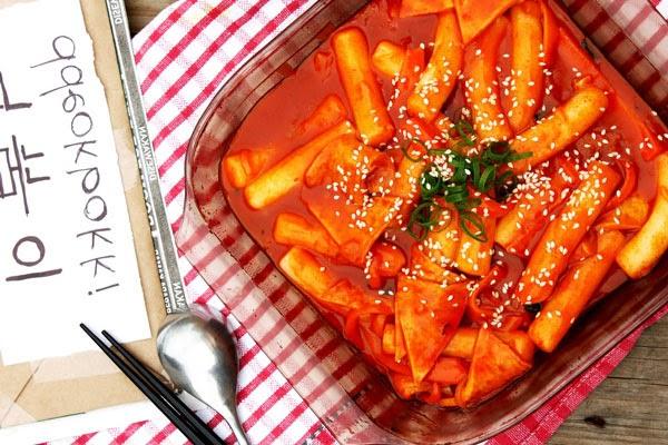 Tokbokki - ăn vặt Hàn Quốc rất được yêu thích