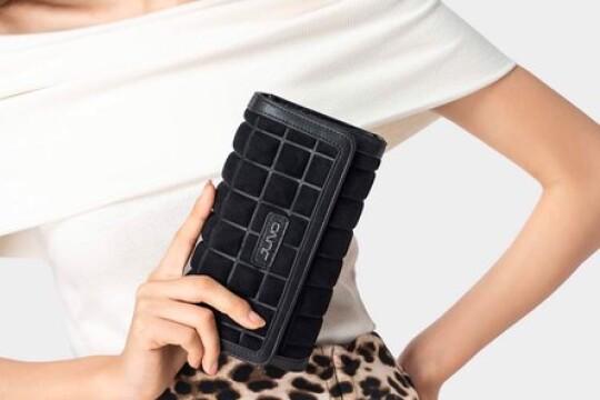 Review top 5 sản phẩm ví cầm tay nữ đang nổi đình nổi đám trên thị trường