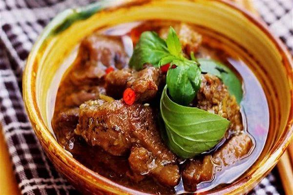 Vịt kho sả - món ăn không thể thiếu trong mâm cơm